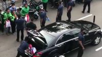 11006 jokowi bagi bagi sembako dari mobil untuk ojol instagramatjakartaterkini