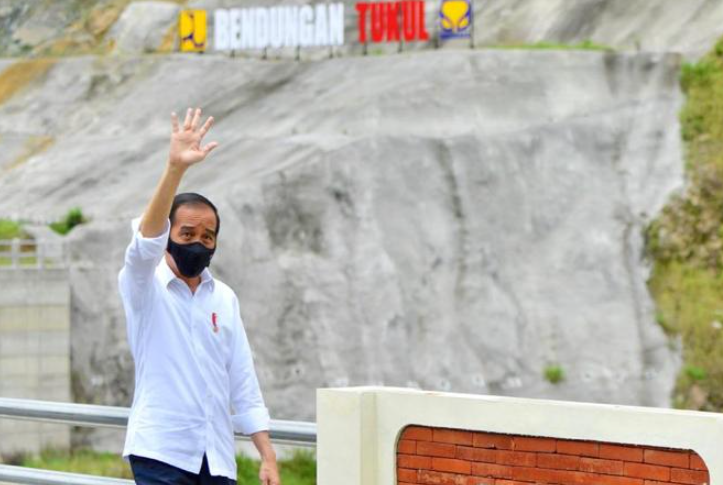 presiden jokowi resmikan bendungan tukul